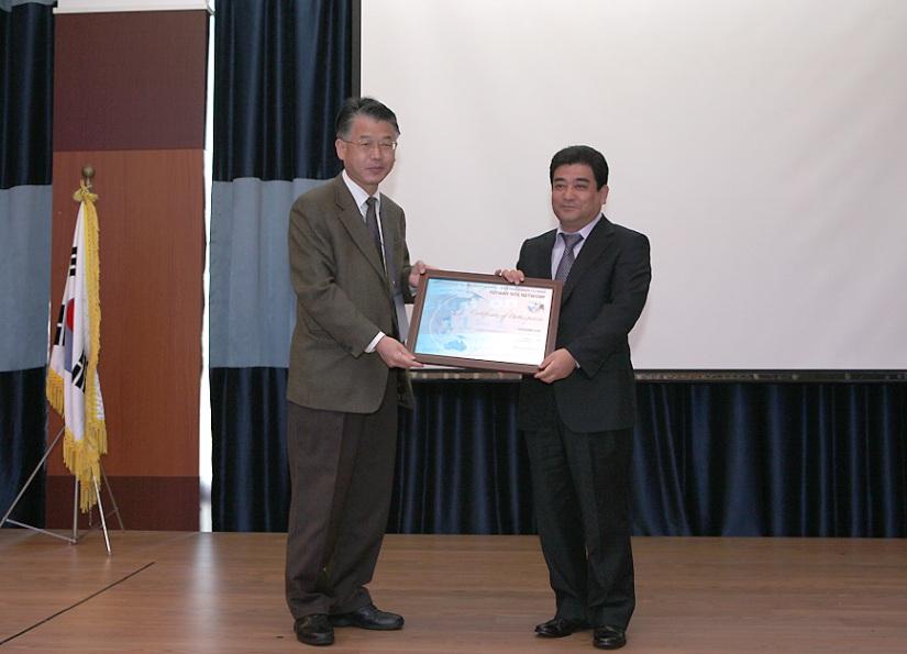 Certificate ceremony in Shinan County, Republic of Korea © Gi-chang Bing
